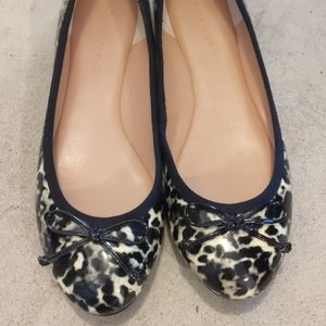 Size 8 banana republic flats perfect condition
